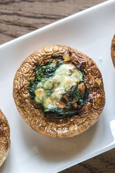 Stuffed mushrooms with spinach and cheese - Stuffed mushrooms with spinach and c. Mara Zn Peppas maraznpeppas Popular Recipe Stuffed mushrooms with spinach and cheese - Stuffed mushrooms with spinach and cheese You are in the right place about Popu Easy Cooking, Healthy Cooking, Cooking Tips, Healthy Eating Tips, Healthy Nutrition, Healthy Recipes, Cooking For Beginners, Raw Vegetables, Spinach And Cheese