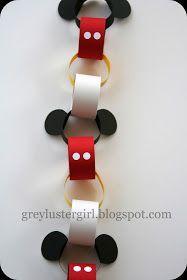 (^o^) Kiddo (^o^) Crafts - Disney Countdown Chain Tutorial with Mickey Ears Template Disney Christmas Decorations, Mickey Christmas, Christmas Diy, Disney Christmas Crafts, Disney Crafts For Kids, Xmas, Disney Ornaments, Christmas Ornaments, Mickey Party