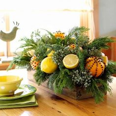 Christmas centerpiece - with fresh fruit and cloves, I bet this smells amazing!