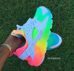 Damenbekleidung - Turnschuhe - Damenmode: Rainbow Huraches - Turnschuhe youfashionn give a woman the right pair of shoes - Woman Shoes Moda Sneakers, Cute Sneakers, Sneakers Mode, Rainbow Sneakers, Rainbow Shoes, Converse Sneakers, Jordans Sneakers, Rainbow Clothes, Colorful Sneakers