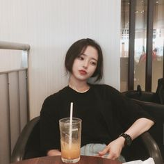 Image about girl in ulzzang by Dafnne ♡ on We Heart It Korean Aesthetic, Aesthetic Girl, Korean Beauty, Asian Beauty, Son Hwamin, Pretty People, Beautiful People, Hwa Min, Sacs Louis Vuiton