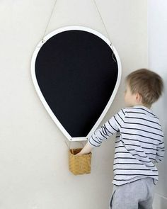 mommo design: 10 DIY IDEAS FOR KID'S ROOM - Hot air balloon chalkboard Deco Kids, Kids Room Design, Kid Spaces, Space Kids, Hot Air Balloon, Balloon Wall, Kids Decor, Decor Ideas, Baby Decor