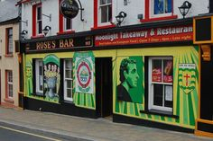 Rose's Bar, dans le comté du Donegal ! #pub #ireland #donegal #travel #beer #party #irlande #europe #tradition #bar Donegal, Late Nights, Moonlight, Celtic, Roots, Broadway Shows, Bar, Partying Hard