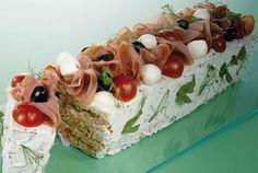 Voileipäkakku kuuluu suomalaisten juhlaviin kahvipöytiin. Tämän herkullisen voileipäkakun sisään kätkeytyy lihatäyte, mutta palvikinkun tilalle voit hyvin laittaa esimerkiksi kylmäsavustettua lohta tai katkarapuja. http://www.valio.fi/reseptit/voileipakakku/