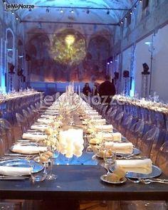 www.lemienozze.it/operatori-matrimonio/luoghi_per_il_ricevimento/i_chiostri_di_san_barnaba/media/foto/7  Salone della location matrimonio per il banchetto di nozze: gli allestimenti contemporanei valorizzano l'ambiente e creano atmosfere adatte al tono richiesto dai futuri sposi.