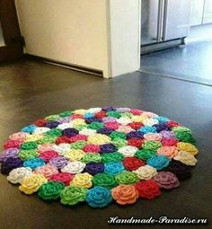 """Crochet flower rug """"crochet rose rug tutorial in rainbow colors"""", """" Can't have animals and this kind of rug. Carpet Crochet, Crochet Mat, Crochet World, Crochet Home, Cute Crochet, Crochet Crafts, Crochet Projects, Art Projects, Crochet Bunny"""