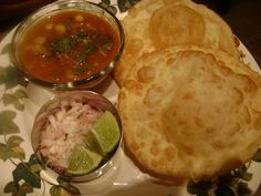 chole bhature(chick peas w/ fried bread) Vegetarian Fast Food, Punjabi Food, Snap Food, Food Snapchat, Indian Street Food, Food Goals, My Best Recipe, Food Website, Dinner Dishes