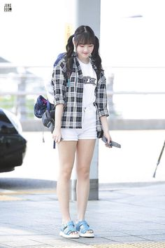 Kpop Fashion, Korean Fashion, Fashion Online, Fashion Trends, Airport Fashion, Outfits For Teens, Girl Outfits, G Friend, K Idol