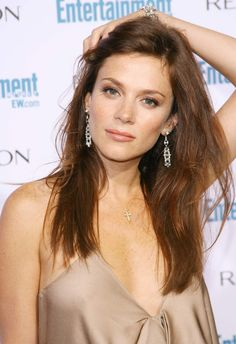 Anna Friel - love the make up
