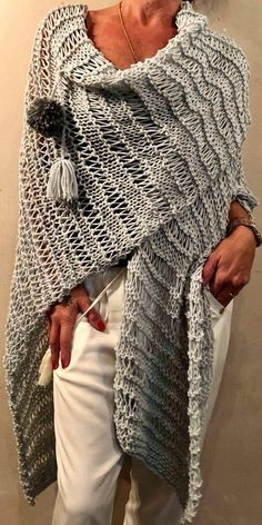 Crochet Ruana Pattern: Rockin-It Ruana Poncho Au Crochet, Crochet Wool, Knitted Shawls, Knitting Patterns, Crochet Patterns, Loom Knitting, Shawls And Wraps, Crochet Clothes, Knitwear