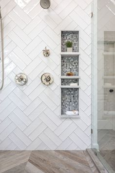 Modern Farmhouse Shower Niche Modern Farmhouse Style Shower Design with White Double Herringbone Tile, Frameless Glass Shower Sur Master Bathroom Shower, Master Bathrooms, Bathroom Tile Showers, Tile Shower Niche, Shower Floor Tile, Dyi Bathroom, Shower Alcove, Modern Bathrooms, Bathroom Signs