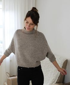 Ravelry: ROBIN Sweater pattern by Susanne Müller Knitting Machine Patterns, Sweater Knitting Patterns, Knit Patterns, Poncho Sweater, Pullover Sweaters, Oversize Pullover, Summer Sweaters, Knit Fashion, Simple Outfits