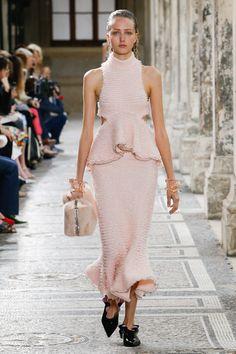 Proenza Schouler Spring 2018 Ready-to-Wear  Fashion Show - Luna May