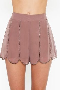 Strut your stuff in high-waisted shorts, denim cutoffs, lace shorts, hot pants & more! Shop womens shorts at Nasty Gal, for casual days or crazy nights out. Passion For Fashion, Love Fashion, Fashion Outfits, Womens Fashion, Summer Outfits, Cute Outfits, Creation Couture, Look Chic, Hot Pants