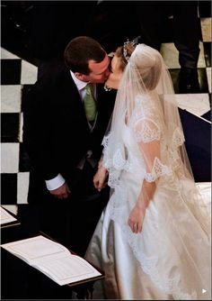 anna8910:  Peter and Autumn Phillips kiss at the altar, 2008