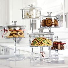 pedestal cookie jars: perfect for candy buffet Glass Cookie Jars, Glass Candy Jars, Glass Sweet Jars, Candy Bar Cookies, Candy Favors, Cookie Display, Cake Pedestal, Candy Buffet, Dessert Buffet