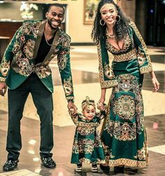 Beautiful Black couples photography.  What a beautiful African American Family representing family reunion travel. Are not they just the cutest family?
