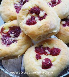 Madeleine culinary diary: drożdżówki z domowym budyniem i malinami