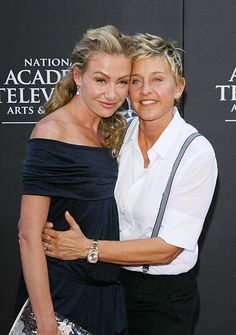 Ellen DeGeneres (R) and Portia de Rossi arrive to the Annual Daytime Emmy Awards held at The Orpheum Theatre on August 2009 in Los Angeles, California. Ellen Degeneres And Portia, Ellen And Portia, Portia De Rossi, School Quotes, School Humor, Funny School, Funny Sports Pictures, Funny Photos, Minions Funny Images