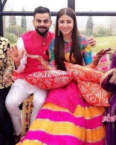 Anushka Sharma and Virat Kohli wedding: How Virushka broke the most awaited news to the nation in pictures Anushka Sharma And Virat, Virat Kohli And Anushka, Mehndi Outfit, Mehndi Dress, Virat Kohli Marriage, Indian Dresses, Indian Outfits, Western Dresses, Function Dresses