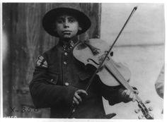 http://www.studiolum.com/wang/fiddle/christmas-street-fiddler-belgrade-1918.jpg
