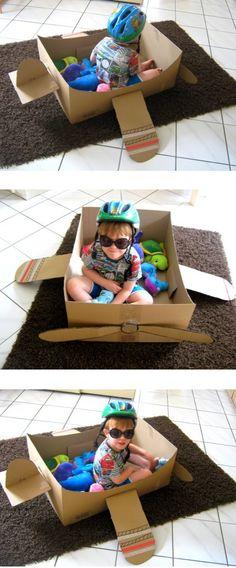 DIY: Cardboarding - wir bauen ein Flugzeug mit Propeller aus Karton. Günstiger Spielspaß für Kinder!