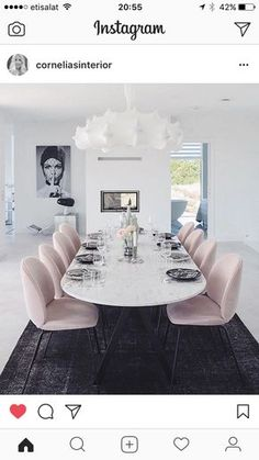 Pale pink dining chairs and white marble table, goes nicely with a dark floor - Esszimmer , Dining Room Colors, Dining Room Design, Dining Room Furniture, Room Chairs, Dining Chairs, Dining Rooms, Pink Chairs, Space Furniture, Office Chairs