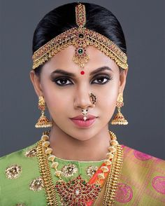 New South Indian Bridal Jewelry Gold Hair 65 Ideas South Indian Bridal Jewellery, Indian Bridal Wear, Indian Wedding Jewelry, Indian Jewelry, Beautiful Indian Brides, Beautiful Indian Actress, Beautiful Saree, Hindu Bride, South Indian Bride