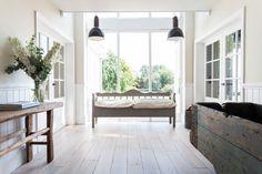 hall-interieur-bois-parquet-blanc