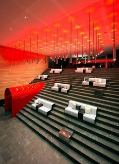 Get to know the best interior design ideas for your hotel decor. Fall in love and get inspired by the most dazzling modern lighting ideas that will elevate your hotel lighting Design Hotel, Hotel Design Architecture, Lobby Design, W Hotel, Hotel Lobby, Interior Design Tips, Interior Decorating, Hudson Hotel, Bleacher Seating