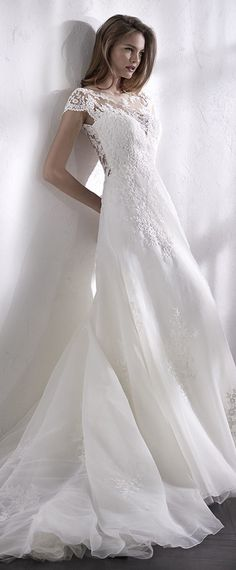 Charming Tulle & Organza Bateau Neckline A-Line Wedding Dress With Lace Appliques & Beadings