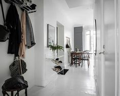 Inspiration for a clean, uncluttered home – a brilliantly bright Scandinavian interior in Gothenburg, all white walls and lime-washed floorboards String Pocket, Arch Interior, Flat Interior, White Hallway, White Walls, Scandinavian Interior Design, Scandinavian Home, Sofa Gris, Comfortable Fashion