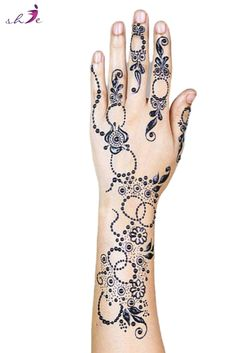 Latest and Simple Mehndi Designs for Hands  #arabicmehndidesigns #arabichennadesign #mehndidesignssimple #mehndidesigns2019 #mehndidesigns2020 #latestmehndidesigns #simplehennadesigns #mehndidesignseasy #mehndidesignforhandssimple Latest Simple Mehndi Designs, Arabic Henna Designs, Henna Designs Easy, Bridal Mehndi Designs, Mehndi Designs For Hands, Henna Leg Tattoo, Leg Tattoos, Tattoo Ink, Traditional Tattoo Old School