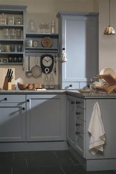Pale blue/grey kitchen, I really like the decor! Grey Kitchen Cabinets, Home Kitchens, Kitchen Remodel, Kitchen Design, Kitchen Inspirations, Country Kitchen, Grey Kitchen, Blue Gray Kitchen Cabinets, Kitchen Cabinets