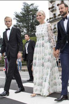 Queens & Princesses Love her dress!!!!