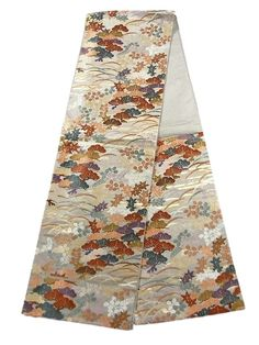 This is a Fukuro obi with 'matsu'(pine tree), 'Kaede'(maple leaf),'Hagi'(Japanese bush clover) and 'shiba'(grass) pattern, which is woven with 'karaori'(woven thickly in Chinese style).