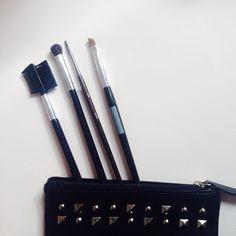 Dans la newsletter de demain, du maquillage nomade pour les vacances et un bon plan à ne pas rater..! ;)  Inscrivez-vous vite !  #bonplan #newsletter #vacances #maquillage #makeup #beauté #beautyaddict #monvanityideal