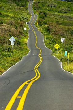 Beautiful Roads, Beautiful Streets, Beautiful Places, Beautiful Pictures, Road Routes, Winding Road, Roadtrip, Landscape Photos, The Great Outdoors