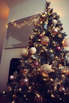 Gold Christmas Tree, Christmas 2019, Pink And Gold, Holiday Decor, Home Decor, Decoration Home, Room Decor, Home Interior Design, Home Decoration