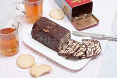 Een oer-Hollands recept dat vandaag de dag nog net zo populair is als vroeger: arretjescake! Een koude cake (hij stijft op in de koelkast) van koekjes,