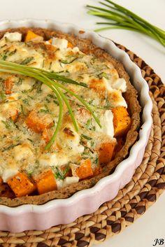 """Pompoentaart met wortel en geitenkaas (van Ottolenghi uit zijn boek """"Het kookboek""""). via Carolines blog. Wel wat werk, maar moet erg lekker zijn."""