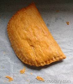 Jamaican patty is a delicious crescent-shaped meat pie made with highly seasoned… Jamaican patty is a delicious crescent-shaped meat pie made with highly seasoned minced meat, lobster, shrimps, chicken or vegetable in a flaky pastry shell. Jamaican Meat Pies, Jamaican Beef Patties, Jamaican Patty, Jamaican Dishes, Jamaican Recipes, Beef Recipes, Cooking Recipes, Cooking Tips, Hummer