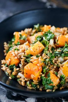 This Kale Butternut Squash Farro Salad is the perfect zesty yet nutty fall comfort food. The lemon in this recipe balances out the natural bitterness of the kale while the farro and butternut squash come together to add a sweet nutty flavor. Farro Recipes, Salad Recipes, Vegetarian Recipes, Cooking Recipes, Healthy Recipes, Vegetarian Dinners, Vegetarian Cooking, Simple Recipes, Ww Recipes
