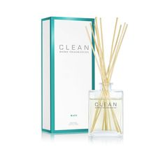 CLEAN Rain encapsulates the pure scent of rainfall with its aquatic, floral fragrance. Hints of daffodil, dewy melon, water lilies, daisies and sheer musk embrace the moment when the world feels quiet, soft and anew.