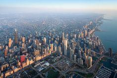 """Galeria de Bienal de Chicago: """"The State of the Art of Architecture"""" contará com uma série fotográfica de Iwan Baan - 6 Chicago Usa, Chicago Skyline, New York Skyline, Chicago Travel, Chicago Illinois, Chicago Photography, Aerial Photography, Photo Series, Photo Essay"""