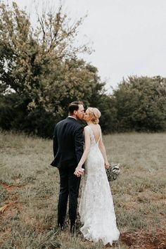 This Oklahoma wedding is full of all the stylish romance you could ever want! | Image by Melissa Marshall Photography