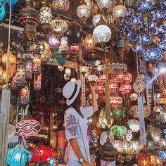 By @tiebowtie on Instagram ☆2017/08/27 04:28:29 ☆Grand Bazaar Istanbul ☆Make a wish under magic lamp • загадайте желание под волшебной лампой • ✨🌙🔮🎊 • Alladin lambasın yanında bi dilek tut