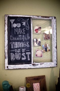 Old Rustic Window with Chalk Board and Chicken Wire for Photos DIY Old Window Projects, Craft Projects, Projects To Try, Project Ideas, Old Window Frames, Window Panes, Window Frame Ideas, Window Art, Old Windows
