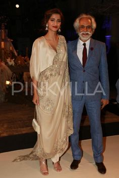 Sonam Kapoor Turns Heads At the India Couture Week 2016 | PINKVILLA
