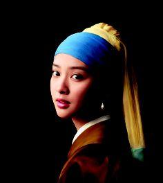 武井 咲がフェルメールの傑作  「真珠の耳飾りの少女」に扮装